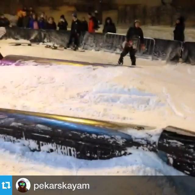 She's so dangerous #FICTIONWEAR #truesnowboard #snowboardgirl Опасная Печка @pekarskayam
